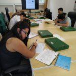Los alumnos y alumnas estudiando